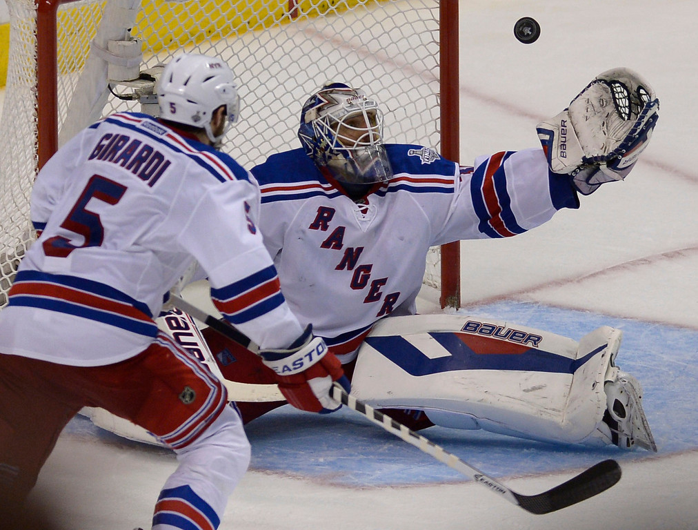 . Rangers#30 Henrik Lundqvist catches a puck in the 3rd period. The Kings played the New York Rangers game 5 of the Stanley Cup Final at Staples Center in Los Angeles, CA. 6/13/2014(Photo by John McCoy Daily News)