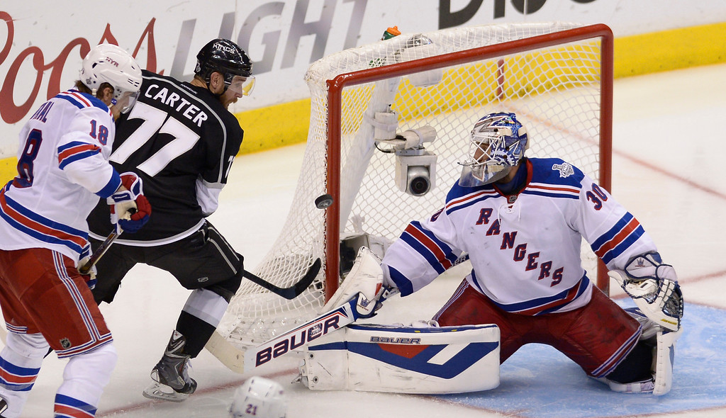 . Kings#77 Jeff Carter can\'t get the puck past Rangers#30 Henrik Lundqvist in the 2nd period. The Kings defeated the New York Rangers in the second overtime period to win the Stanley Cup at Staples Center in Los Angeles, CA. 6/13/2014(Photo by John McCoy Daily News)