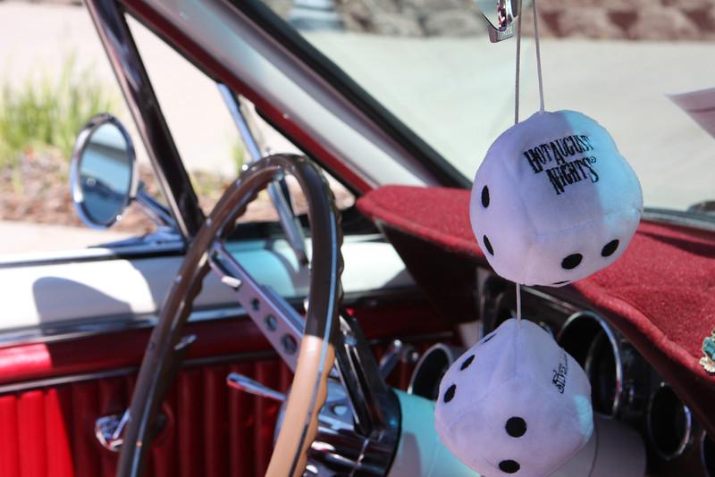 037 Mustang dice