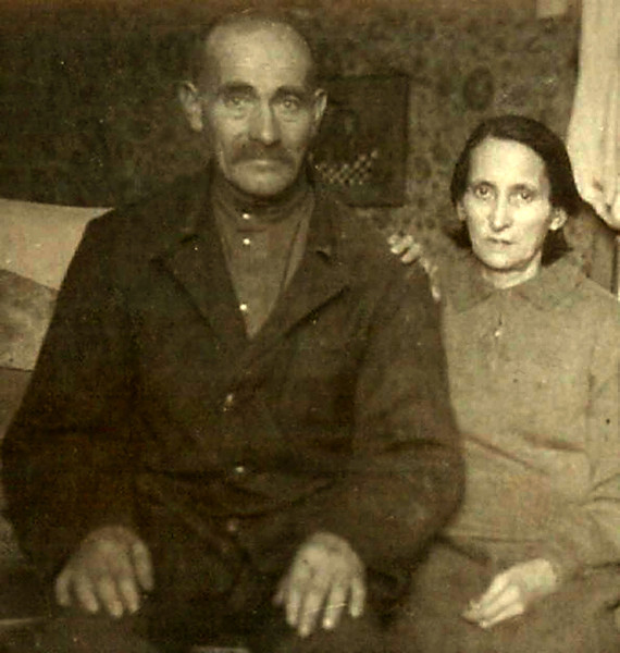 Дед Леонида - Самуил всю жизнь проработал на заводе кузнецом .   Бабушка Соня-МАТЬ ГЕРОИНЯ -родила и воспитала 8 детей.