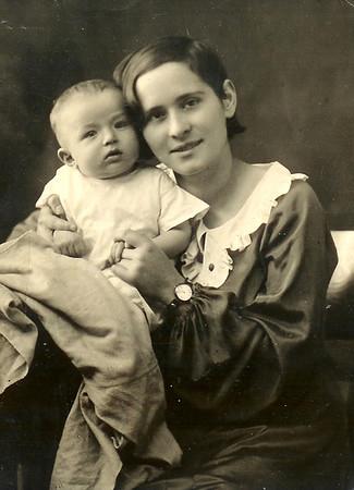 Розочка со своим Первенцем -Лёней .Август 1937 г.