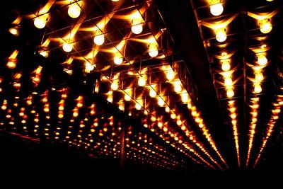 Иллюзионный обман...Съёмка 9 лампочек...в кабине зеркального лифта. 2007 г.