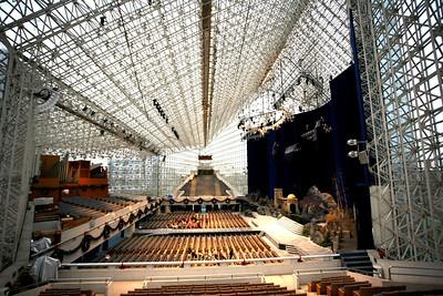 Самый огромный ХРУСТАЛЬНЫЙ ДВОРЕЦ в Мире в Калифорнии. 2009г