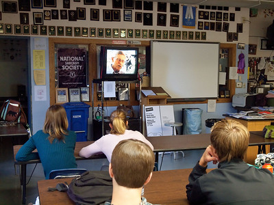 100518 Diane shows organic food production video to FFA class at Nevada Union HS