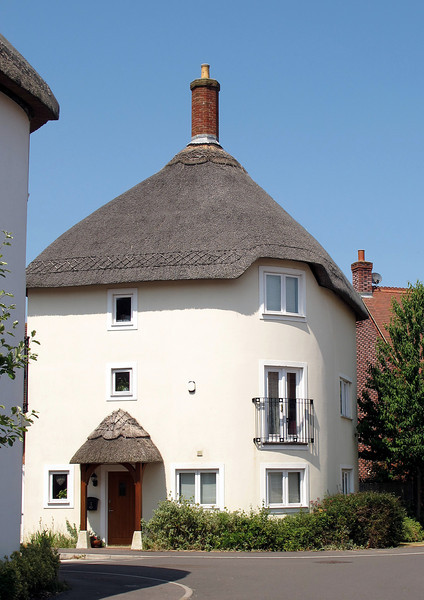 Modern thatched cottages in Shillingstone.