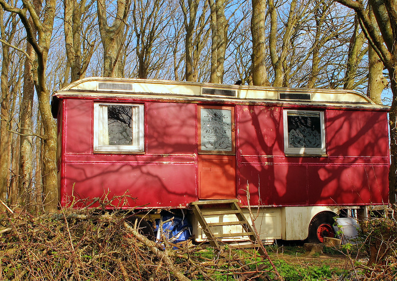 An old funfair caravan sits in a farmyard on the way back to the car.