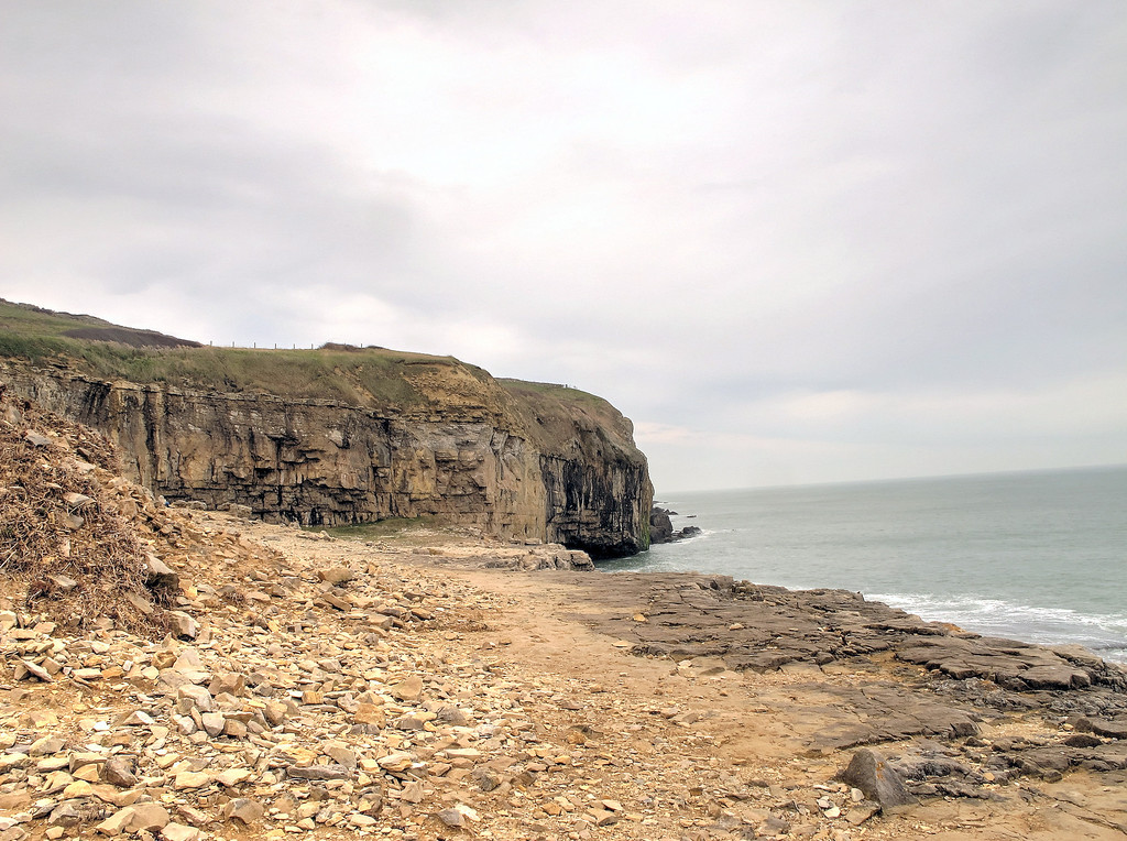 The lunch spot at Dancing Ledge, old stone quarries and loading key.