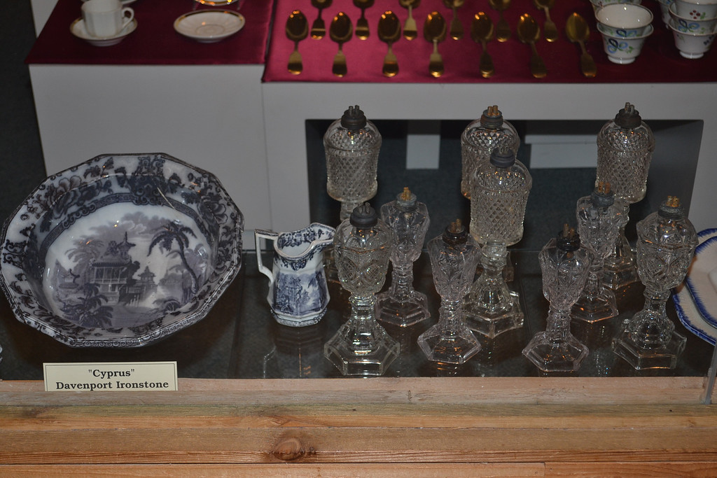 Some of the dishes and oil lamps on display at the Arabia Museum.