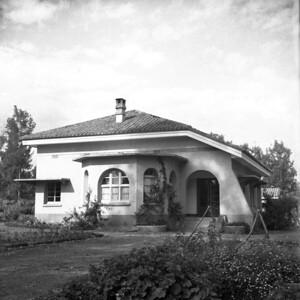 Het huis in Ruhengeri.  Papa en mama waren heel blij om daar te wonen.  Vergeleken met Congo was het daar een paradijs.  Wegens het mild klimaat.  1947-48.