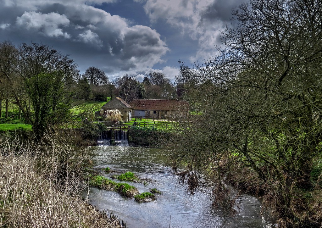Stour Provost and the weir, part of Provost Mill.