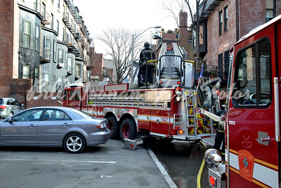 Companies in the rear alley....Ladders 7, 15 and TL-10 along with Engine Co. 10