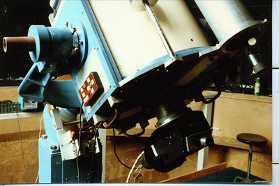 Close-up of the tail again.  The lower end of the 5 inch refractor finder scope can be seen in this picture on the far right of the tube.  Here a couple handles can be used to position the telescope to any point in the sky you may wish to see.   Notice that a counter weight is on the rusty declination shaft on the left of the picture.  ( Click on any image to enlarge it. )