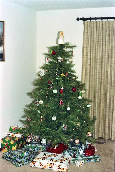 1989 Topeka, KS Christmas w:Larry and mom - 01