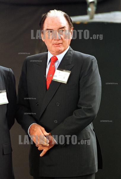 MEXICO: AZCARRAGA