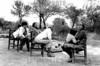 """Argentina : Campo del Cielp - Identidad Femenina """" Las fotografías que componen este ensayo fueron tomadas en Julio de 1989 en la Provincia de Formosa , a 40 de la ciudad de Las Lomitas . Mi intención fue mostrar cómo viven las mujeres que forman parte de una comunidad aborigen, en este caso Pilagá , que tienen la influencia cercana de la civilización , pero a la que ni ellas ni sus hijos acceden . La comunidad se llama Campo del Cielo y en ella viven cerca de 35 familias . Carece en de luz eléctrica, de sanitarios , de medios de transporte , de agua corriente, beben de los charcos donde también beben los animales . La ciudad más cercana, Las Lomitas, donde pueden recibir atención médica queda a 40 km. Son bilingües , aunque en el caso de las mujeres algunas no hablan castellano . Tienen una escuela , a la que asisten cerca de 90 niños y desde donde tratan de organizar grupos de trabajo , talleres de costura , tejido, artesanías, con las madres para la preservación y revalorización de su cultura . Campo del Cielo es una comunidad agrícola , mas organizada que otras , el alimento lo sacaban de la tierra , pero ahora las que les han destinado no son aptas para el cultivo, sobre todo por no tener agua , por lo tanto comen lo que consiguen , lo que les manda el gobierno o algún animal que carnean . A las mujeres se las ve siempre con un chico al pecho, ellas los dejan mamar hasta que ellos mismos deciden dejarlo o hasta que nace un hermanito , o cuando empiezan la escuela a los cuatro años y les dan la comida . En esos días que conviví con ellos pude sentir las carencias y valorizar en las mujeres su ternura y su compromiso con la vida . No tenían , nada que pudiera ocultar sus sentimientos , estaba todo a la vista, sin maquillaje , ni lo que las mujeres que vivimos en la ciudad estamos a acostumbradas a tener o a ver . Las tareas de ellas en la comunidad está bien diferenciada de la del hombre , ella es la tierra , la creadora , la transmisora de las costumbres tradici"""