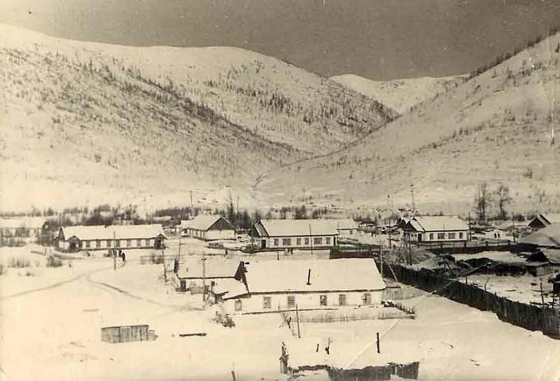Пос.Сенокосный. Справа -забор Промкомбината.1956