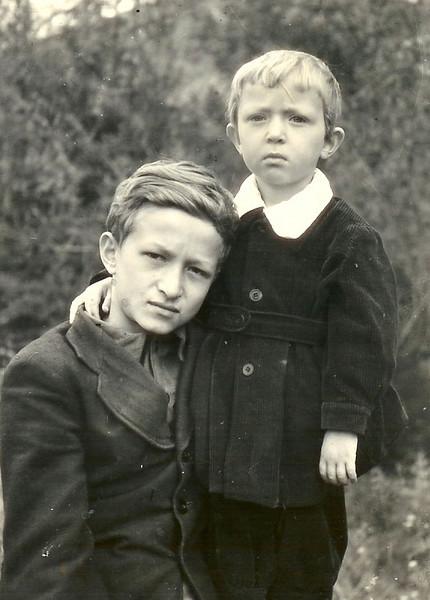 Колыма. Пос.Сенокосный. Братья Леонид и Александр Пикус.