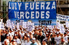Argentina : manifestantes contra la crisis en Argentina con<br /> pancarta Luzy Fuerza Mercedes / demonstrators at Buenos Aires's Plaza de Mayo ,  Wednesday, Aug . 29, 2001, in Argentina. Tens of thousands of workers marched through the capital Wednesday, venting their anger in one of the biggest protests in months against spending cuts aimed at ending a deep economic crisis. / Argentinien: Kundgebung gegen die Wirtschaftsregierung Argentiniens © Pablo Rey/LATINPHOTO.org (FILM)