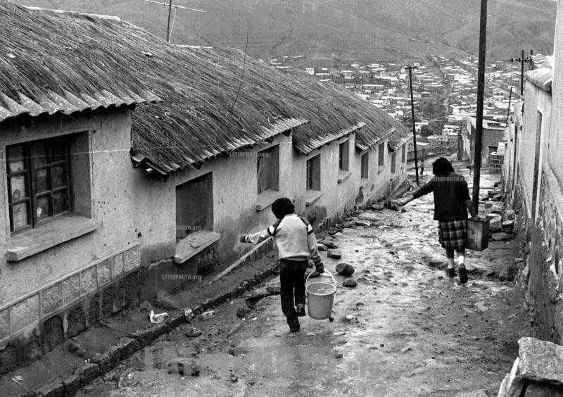 Bolivia : Estano comunidad minera . HUANUNI ,  region ORURO. / TIN MINING COMMUNITY. HUANUNI, ORURO REGION. / Bolivien: Zinnmine in der Region von Oruro. Arbeiter. (B/W) © Julio Etchart/LATINPHOTO.org