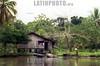 Costa Rica.Tortuguero . Parque Nacional. Casa islena. / Costa Rica.Tortuguero. National Park. Island house. / Costa Rica. Tortuguero. Hütte am Fluss. Armut. /<br /> © German Falke/LATINPHOTO.org