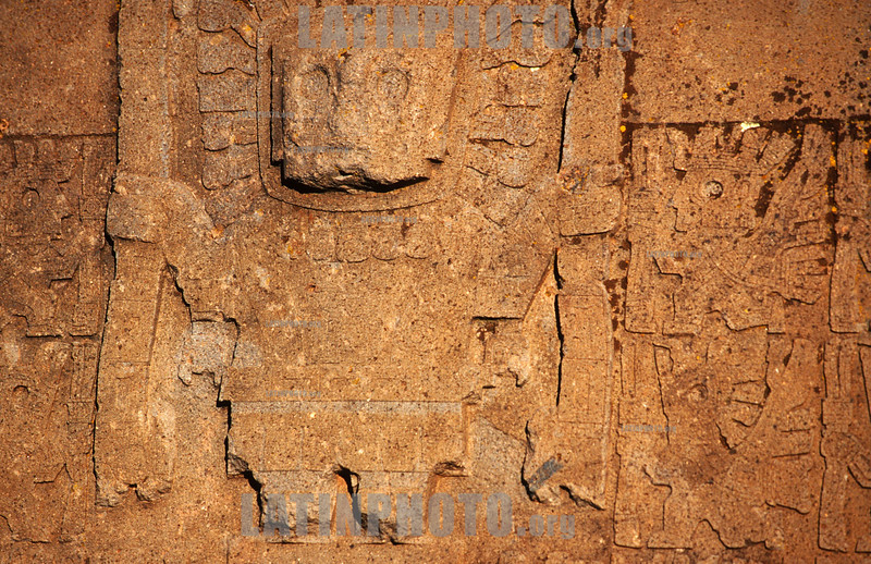 Bolivia : Detalle de la puerta del sol en las ruinas en Tiwanaku . / Bolivia: A detail of the door of the sun in the ruins of Tiwanaku. / Bolivien: Relief auf dem Sonnentor in Tiwanaku. Archäologie. Kultur der Aztken.<br /> © Patricio Crooker/LATINPHOTO.org