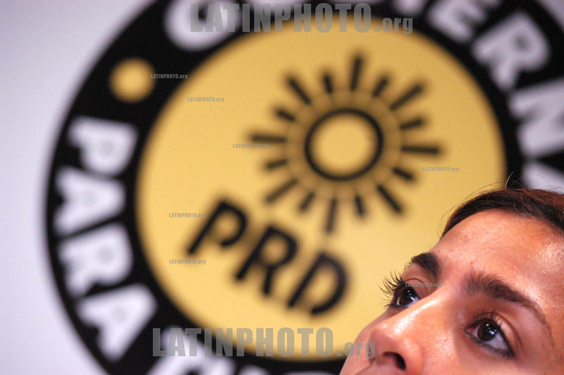Mexico : la Diputada Maribel Villegas del PRD ,  durante la conferencia de prensa, donde se hablo de la mala distribucion de las despensas en los estados afectados por los huracanes . Mexico D.F. 10 de Noviembre del 05. © Guillermo Perea/LATINPHOTO.org
