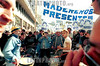 Argentina : manifestantes contra la crisis en Argentina con<br /> pancarta Madereros presidente / demonstrators at Buenos Aires's Plaza de Mayo ,  Wednesday, Aug . 29, 2001, in Argentina. Tens of thousands of workers marched through the capital Wednesday, venting their anger in one of the biggest protests in months against spending cuts aimed at ending a deep economic crisis. / Argentinien: Kundgebung gegen die Wirtschaftsregierung Argentiniens © Pablo Rey/LATINPHOTO.org (FILM)