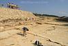 Grabung Sur Combe Ronde in Courtedoux. Auf der Gemeinde Courtedoux wurden im Februar 2002 erste Trittsiegel von Dinosauriers entdeckt. Strand der Dinosaurier. Office du Patrimoine de la Republique et Canton du Jura Section de Paleontologie.