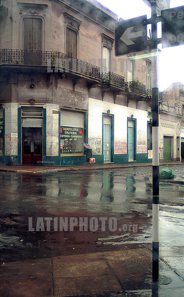 Argentina - Buenos Aires - San Telmo : verduleria, fruteria  /  Argentina: Vegetable.   Fruit. Store / Argentinien: gemuse, obst Laden.<br /> © Susana Mule/LATINPHOTO.org