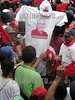 Nicaragua - Masaya (07-07-2002) : Manifestantes del Partido Liberal queman camisetas y gorras con el rostro del Presidente de Nicaragua, Enrique Bolanos, durante una Concentracion Liberal en Apoyo al Expresidente Arnoldo Aleman quien es acusado por el actual Gobierno de muchos actos de Corrupcion y Enriquecimiento Ilicito .    Actualmente el Partido Gobernante se encuentra fraccionado en 2 Grupos / Nicaragua: Demonstrators of the Liberal party burn a t-shirt and caps with the presidents face Enrique Bolanos, during a liberal concentration in support to the former president, Arnoldo Aleman, who is accused by the actual govern of corruption acts and illicit enrichment. Nowadays the ruler Party is divided in 2 groups / Nicaragua: Demonstranten der liberalen Partei verbrennen ein Leibchen mit dem Abbild des Präsidenten Enrique Bolanos. Manifestanten. Protest. Unzufriedene. Kundgebung. © Oscar Navarete/LATINPHOTO.org