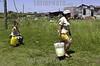 Uruguay : Asentamiento COTRAVI, ubicado en la zona oeste de la ciudad,una madre y su hija en busca de agua potable  / Uruguay: drinking water.  poverty / Uruguay: Armut. Trinkwasser.<br /> © Sandro Pereyra/LATINPHOTO.org