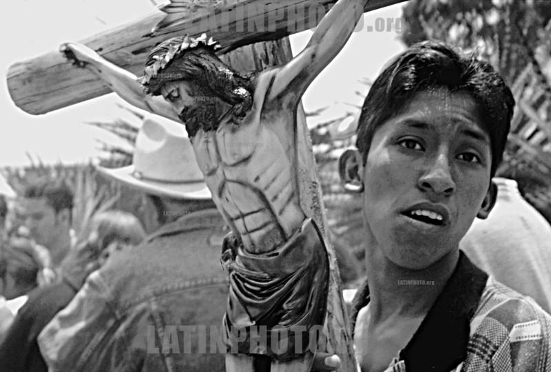 Mexico : Festividad anual en la Basilica de los Remedios  el  1 de septiembre del 2002 en Naucalpan Estado de Mexico  / Mexico:Holy day in Los Remedios Catholic Church.  September 2002  in Naucalpan (B/W)<br /> © Danilo Amilcar/LATINPHOTO.org<br /> ()