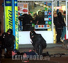 Argentina - Buenos Aires (2002) : Asalto en un supermercado de Buenos Aires .  Inseguridad. Menores. Robos. Violencia. Crisis / Argentina - Buenos Aires: Theft in a supermarket of Buenos Aires / Argentinen - Buenos Aires: Raub. Gewalttätigkeit. <br /> © Alberto Raggio/Betha/LATINPHOTO.org