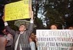Argentina - Buenos Aires (30.1.2002) :  Deudores y acredores hipotecarios en forma separada realizaron protestas frente al Congreso. / Argentina: a woman protest in front of the congress aga ...
