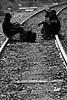 Mexico :  Migrantes centroamericanos conviven entre las vias del tren que pasa por el Estado de Zacatecas y que va camino a los EEUU. / Central American Migrants live between the railroad tracks passing through the State of Zacatecas and is headed to USA. / Mexiko: Auswanderer auf der Reise in die Vereinigten Staaten von Amerika.  (B/W) ©  Amadeo Velazquez/LATINPHOTO.org