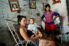 Cuba - Cienfuegos (01-2000)  :  Una familia en su casa de Cienfuegos. / Cuba - Cienfuegos : A family at its house in Cienfuegos. / Kuba: Familie. Zuhause. Frauen. Kinder. Baby.<br /> ©  Paco Feria/LATINPHOTO.org