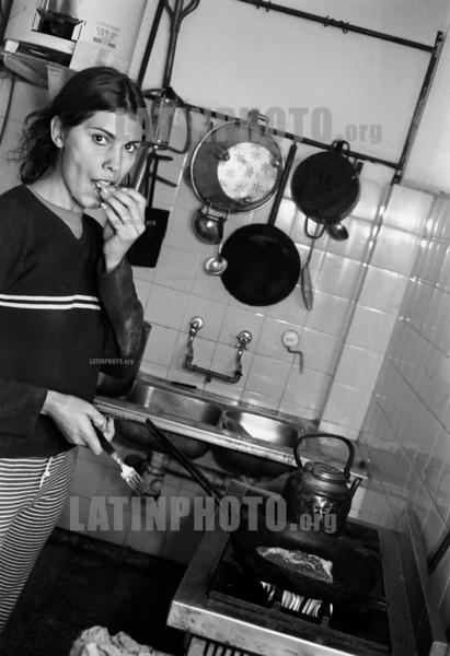 Argentina :  Cooperativa El Aguante, Carapachay, Buenos Aires, Argentina. July 2002. / Cooperative El Aguante. / Argentinien: Selbstverwalteter Betrieb El Aguante. (B/W) ©  Andres Lofiego/LATINPHOTO.org