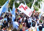 Brasil - Porto Alegre (03.02.2002) :  Dois mil manifestantes fizeram um panela�o ontem na Pra�a da Argentina em Porto Alegre onde acontece o II Forum Social Mundial. / Brasil: manifestante ...