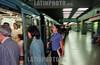 Chile - Santiago :  Metro de Santiago de Chile. movilidad. trafico publico. / Chile: Subway of Santiago de Chile. / Chile: Metro. Untergrundbahn in Santiago. Mobilität. Oeffentlicher Verkehr.<br /> ©  Emiliano Thibaut/LATINPHOTO.org
