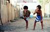 Chile - Santiago :  Zona pobre de Santiago de Chile. ninos. banderas. / Chile: slum. poverty. children. national flags. / Chile: Armut in einem Slum am Stadtrand von Santiago. Kinder. Nationale Flaggen.  ©  Emiliano Thibaut/LATINPHOTO.org