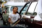 Argentina - Rosario  : Ninez . Trabajo infantil. / Argentina : child cleans car windows in the streets of rosario. childwork. / Argentinien : Ein Kind reinigt im Verkehr von Rosario die Fens ...
