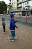 Uruguay - Montevideo  : ninos hacen malabares en los semaforos de la ciudad a cambio de unas monedas . / Uruguay : Crisis.Children act as jugglers were there are traffic lights to make some coins.  / Uruguay : Kinder stellen sich bei Rotlicht vor die wartenden Autos und jonglieren mit Bällen. Sie erhoffen sich damit um einen Zusatzverdienst für ihre Familie.<br /> © Sandro Pereyra/LATINPHOTO.org