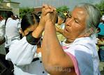 Mexico : Mujeres Otomies de la tercera edad bailan como parte de una terapia ocupacional en la comunidad de San Cristobal Huichochitlan . / Mexico : Old Otomies women dance as part of an occ ...
