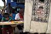 """Mexico (08/08/2003): Simpatizantes Zapatistas se reunen en la comunidad de Oventic , Chiapas para instalar las Juntas de Buen Gobierno para gobernar los municipios autonomos en Chiapas . escuela. ninos. / Mexico (08/08/2003) : Zapatista supporters gathered in a three-day meeting to install the new Good Government Committees, also known as The Caracoles or Snails, to rule the Zapatista independent municipalities. / Mexiko : Die Zapatisten sind zurück. Vom 8. August an, dem 124. Geburtstag des mexikanischen Revolutionshelden Emiliano Zapata, würden die 30 """"autonomen zapatistischen indigenen Munizipien"""", die in Chiapas seit fast zehn Jahren bestehen, von fünf zentralen Organen gesteuert, von Juntas de Buen Gobierno, """"guten Regierungen"""", in Abgrenzung zur mexikanischen Regierung, dem mal gobierno von Präsident Vicente Fox, in der Hauptstadt. Diese so genannten Caracoles, """"Schneckenmuscheln"""", sollen der effektiveren Verteilung von Hilfsmitteln und selbst erwirtschafteten Geldern dienen. Zapatistenkinder in einer Gemeindeschule. Unterricht im Freien.<br /> ©  Heriberto Rodriguez/LATINPHOTO.org"""