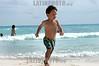 Mexico: Nino jugando en la playa . Riviera Maya , Quintana Roo. / Mexico: Child. beach. / Mexiko: Ein Junge am Strand von Quintana Roo. ©  Rolando Cordoba/LATINPHOTO.org