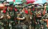 Venezuela (24/06/2003): Desfile militar en el Dia del Ejercito Venezolano en el Campo de Carabobo . paracaidas. Fuerzas Armadas. Politica. Sociedad. / Venezuela : Militar Parade in the Day of the Venezuelan Army celebrated in the Field of Carabobo. camouflage suit. combat suit. / Venezuela : Truppenparade in  Campo de Carabobo. Tag der Armee. Militärparade. Soldaten in Tarnanzügen. Gewehre. Kampfbereitschaft. Militärs.<br /> ©  Enrique Hernandez/LATINPHOTO.org<br /> (NO ARCHIVO NO ARCHIVE-ARCHIERUNG VERBOTEN!)