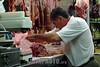 Paraguay : venta de carnes en puesto en el Mercado N∫4 . carne. carnicero. hombre. / Paraguay : Market Number 4. shop. sell. economy. vendor. butcher. man. meat. / Paraguay : Metzger. Mann.Fleisch.<br /> © Martin Crespo/LATINPHOTO.org