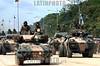 Venezuela (24/06/2003): Desfile militar en el Dia del Ejercito Venezolano en el Campo de Carabobo . paracaidas. Fuerzas Armadas. Politica. Sociedad. tanques. vehiculos. / Venezuela : Militar Parade in the Day of the Venezuelan Army celebrated in the Field of Carabobo. / Venezuela : Truppenparade in  Campo de Carabobo. Tag der Armee. Militärparade. Panzer.<br /> ©  Enrique Hernandez/LATINPHOTO.org<br /> (NO ARCHIVO NO ARCHIVE-ARCHIERUNG VERBOTEN!)