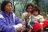 Paraguay : Indigenas tomando terere . Comunidad NEPOXEN del chaco paraguayo. / Paraguay : indigenous. woman with child. / Paraguay : Indigene ethnische Bevölkerung im Chaco. Mutter mit Kind. Mate.<br /> ©  Amadeo Velazquez/LATINPHOTO.org