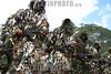 Venezuela (24/06/2003): Desfile militar en el Dia del Ejercito Venezolano en el Campo de Carabobo . Fuerzas Armadas. Politica. Sociedad. camuflaje. / Venezuela : Militar Parade in the Day of the Venezuelan Army celebrated in the Field of Carabobo. camouflage suit. combat suit . /  Venezuela : Truppenparade in  Campo de Carabobo. Tag der Armee. Militärparade. Soldaten in Tarnanzügen. Gewehre. Kampfbereitschaft. Militärs.<br /> ©  Enrique Hernandez/LATINPHOTO.org<br /> (NO ARCHIVO NO ARCHIVE-ARCHIERUNG VERBOTEN!)